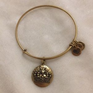 NWOT queens crown alex and ani